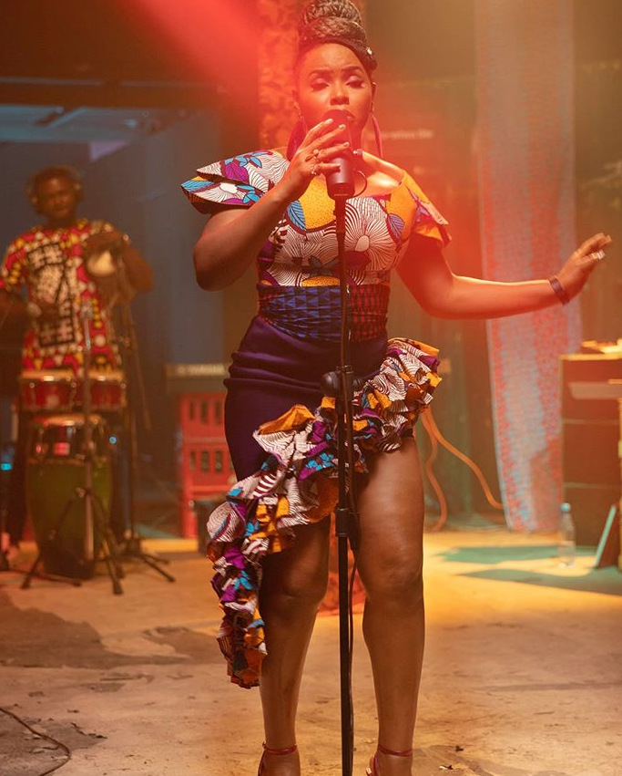 Watch the Live session of Poverty by Yemi Alade - Enjoy