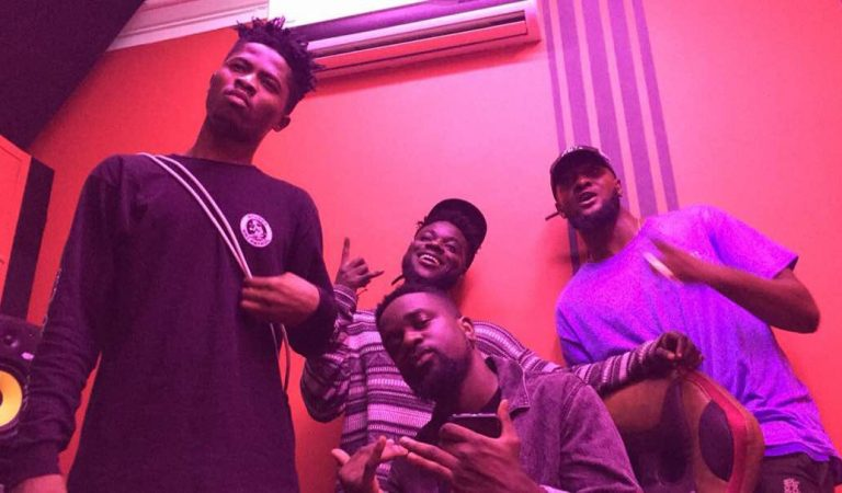 Sarkodie, B4bonah and Kwesi Arthur spotted cooking jollof.